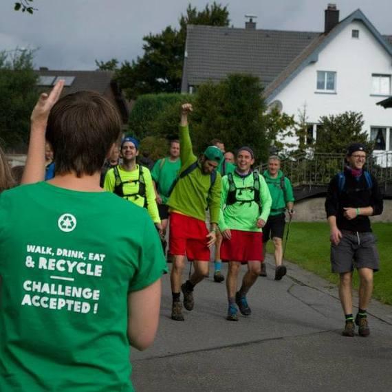 004. Les greens walkers